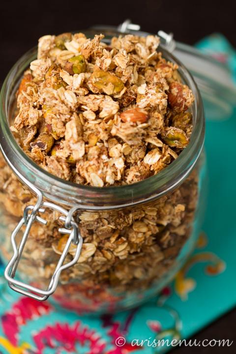 Vanilla Bean Coconut Pistachio Granola #vegan #glutenfree