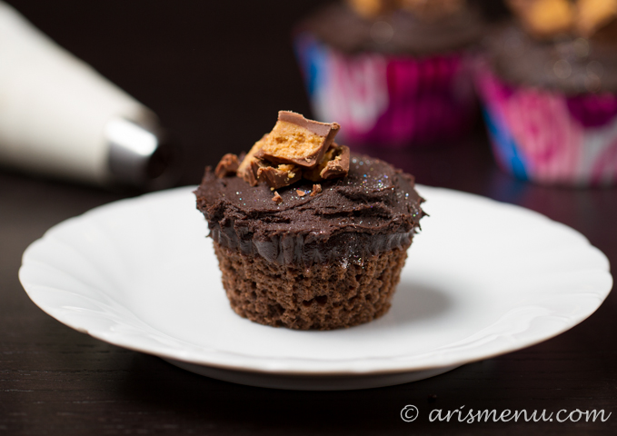 Chocolate Peanut Butter Cup Cupcakes